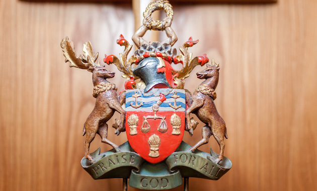 Bakers' Coat of Arms returns to Bakers' Hall    mobile image
